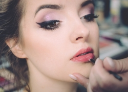 Winged Eyeliner Tools that Every Woman Must Have